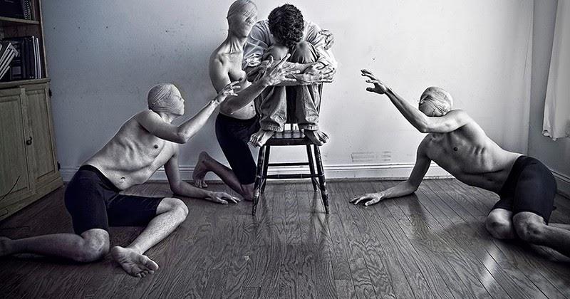 Галлюцинации могут быть не только зрительные, но и слуховые, тактильные, обонятельные.